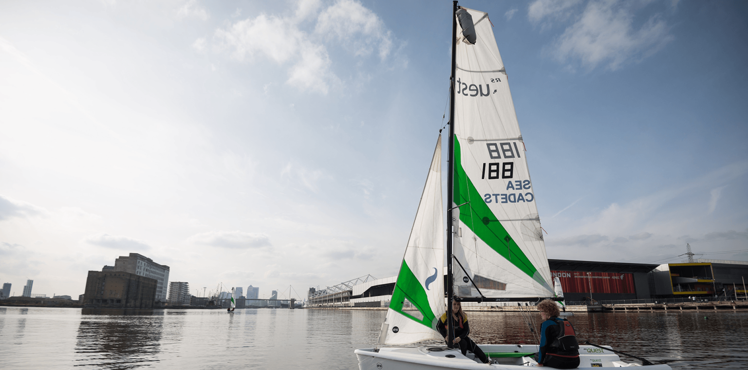 Sailing on the tidal Thames